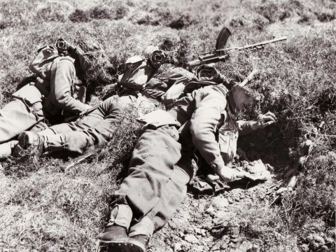 Gordon Highlanders digging in during an exercise in Orkney © Orkney Library Archive